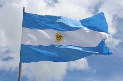 20120620205020-bandera-argentina-flameando.jpg